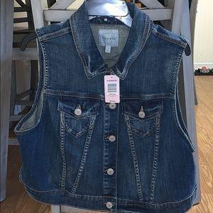 Torrid sleeveless jean jacket